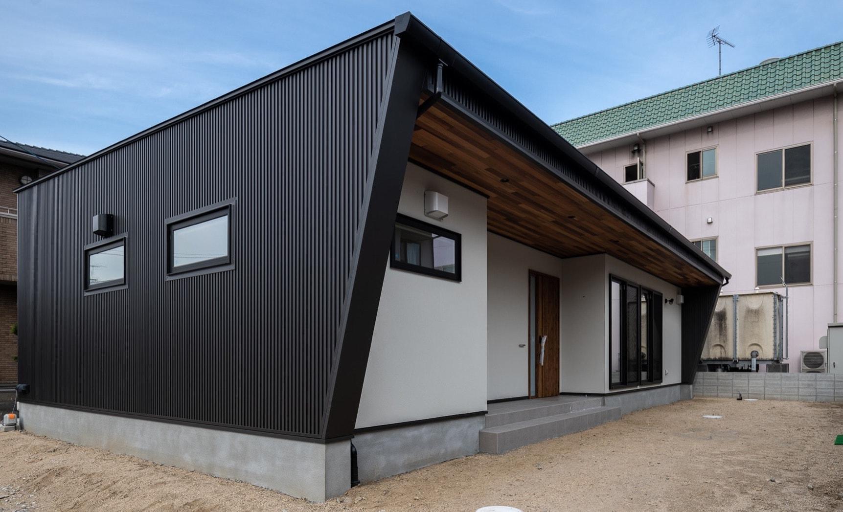 スタイリッシュな塗り壁の平屋|岡山・倉敷・福山の注文住宅ならFORT建築設計